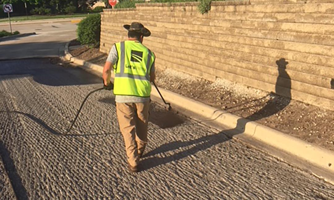 contractor resurfacing parking lot
